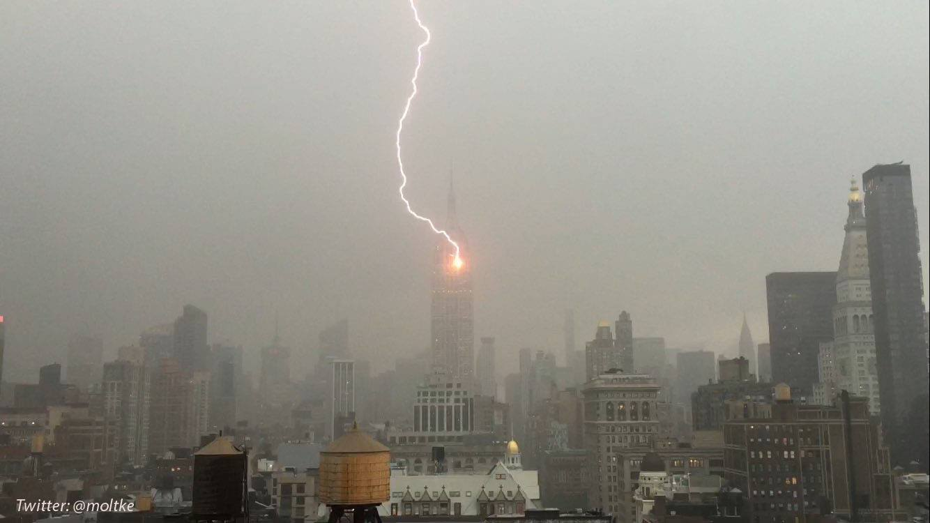 lightening hits empire state building